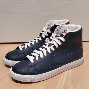 New Womens Sz. 7.5 Nike Shoes